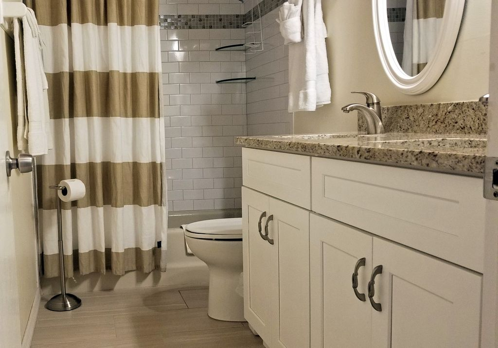 Guest Bathroom with Tub/Shower and Double Sinks