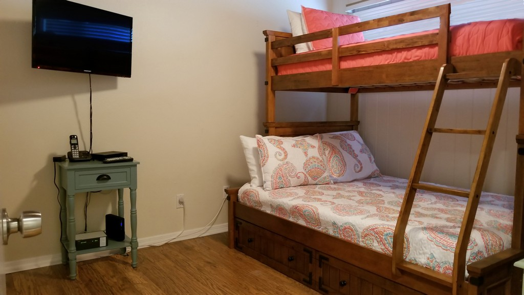 Guest Bedroom with Queen/Twin bunk with Trundle underneath