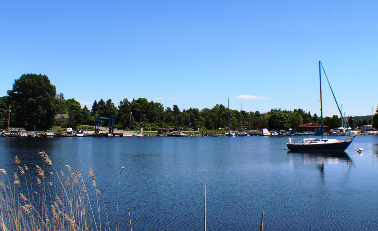 Municipal Marina to Dock your Boat or Drop from Trailer