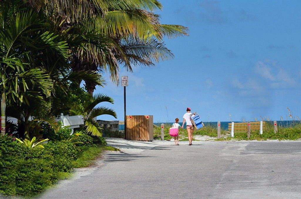 Gulf Beaches at the End of the Street - 7 Houses Away