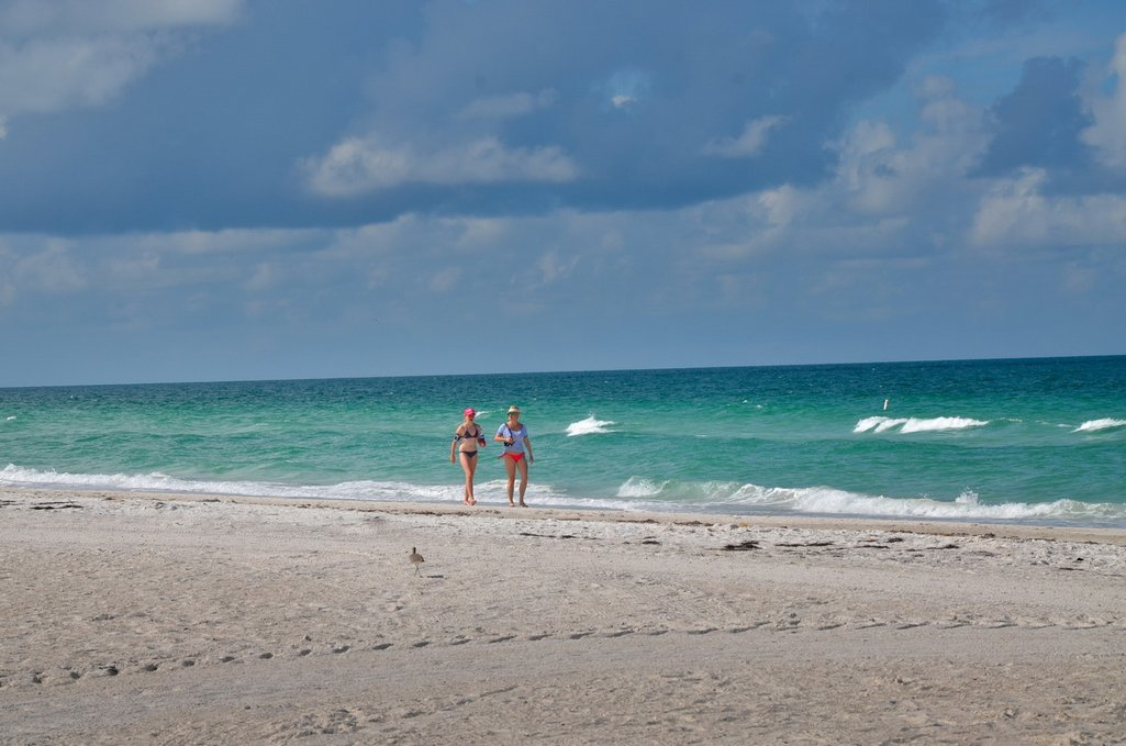 Holmes Beach 2 bedroom vacation rental in Anna Maria Island just steps to the beach