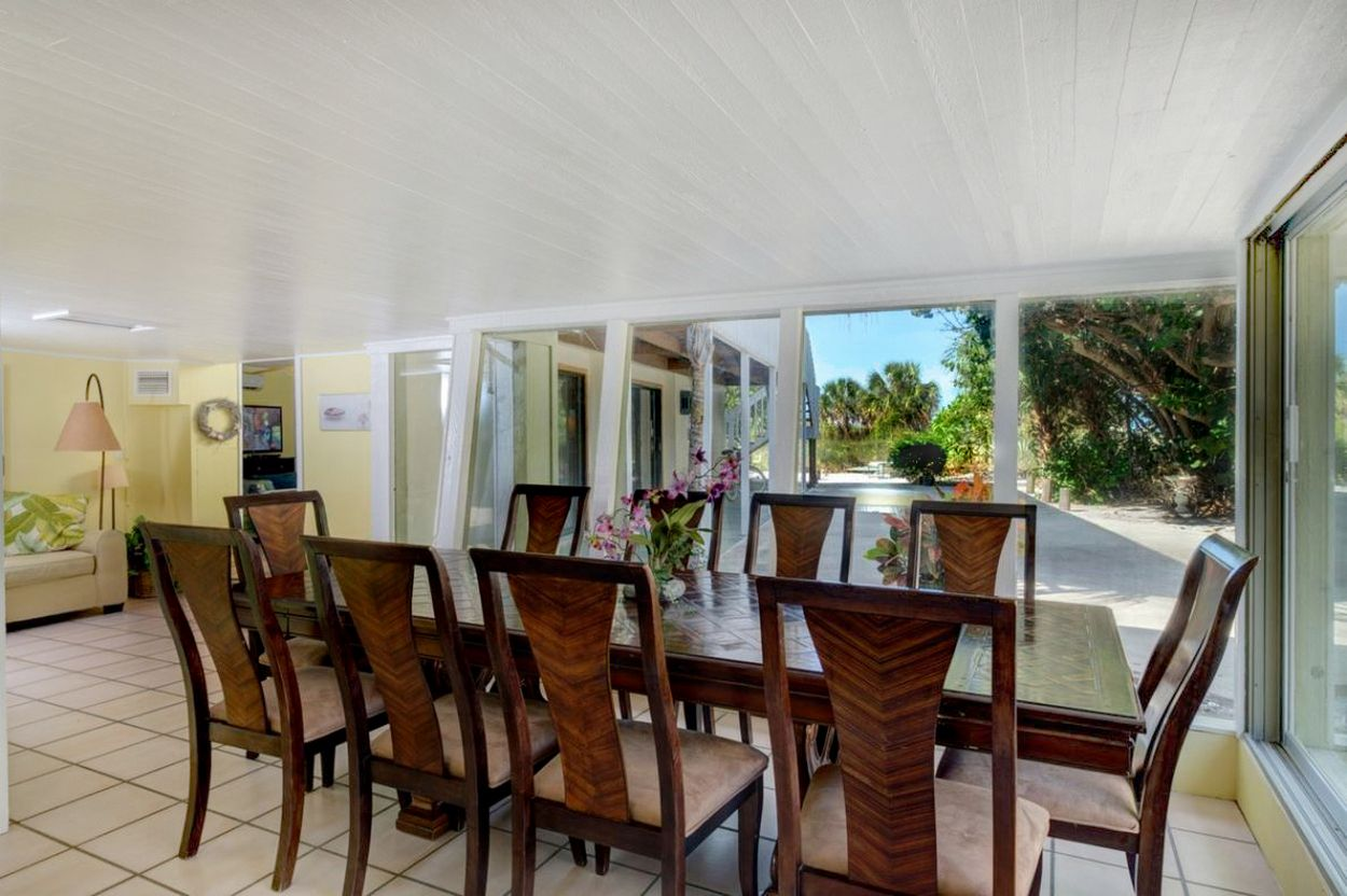Dining Area with Tropical View