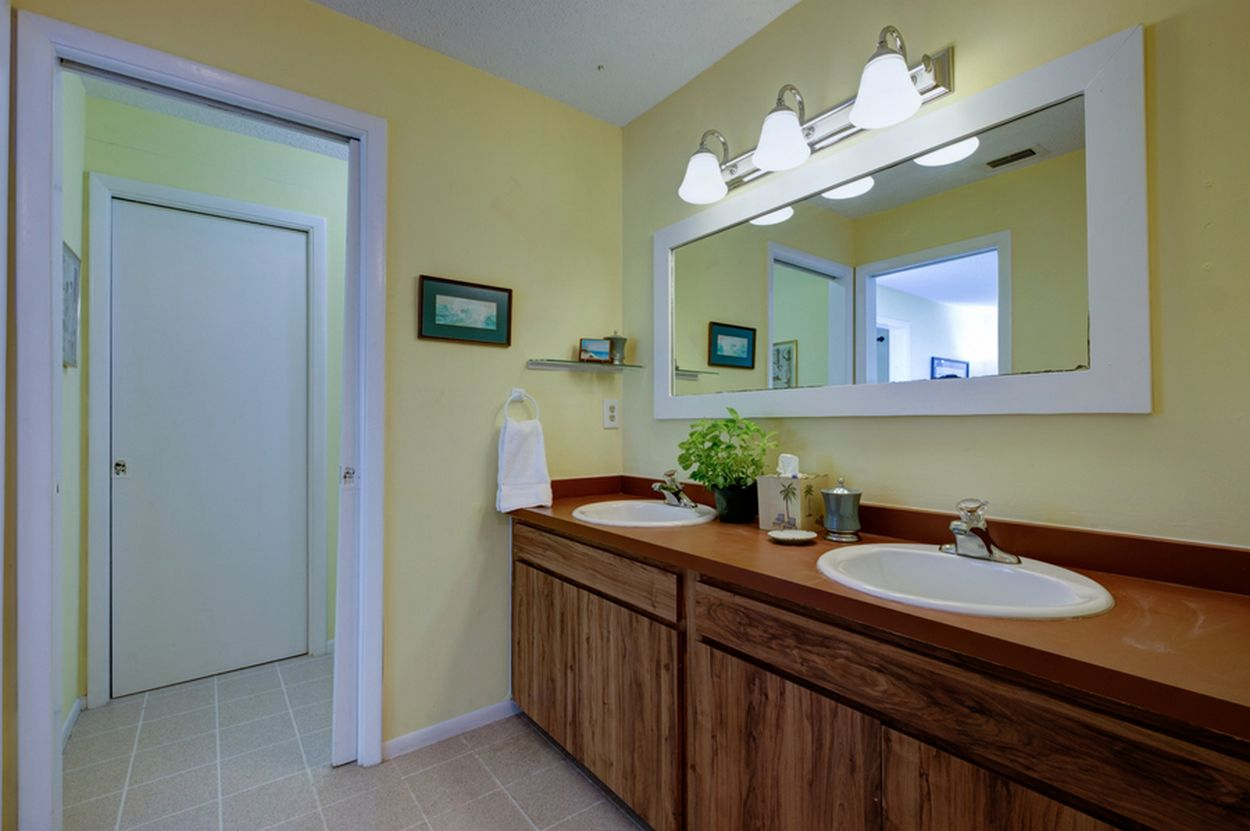 Duo Sink Bath & Shower/Tub Combo for Upper Bedrooms.