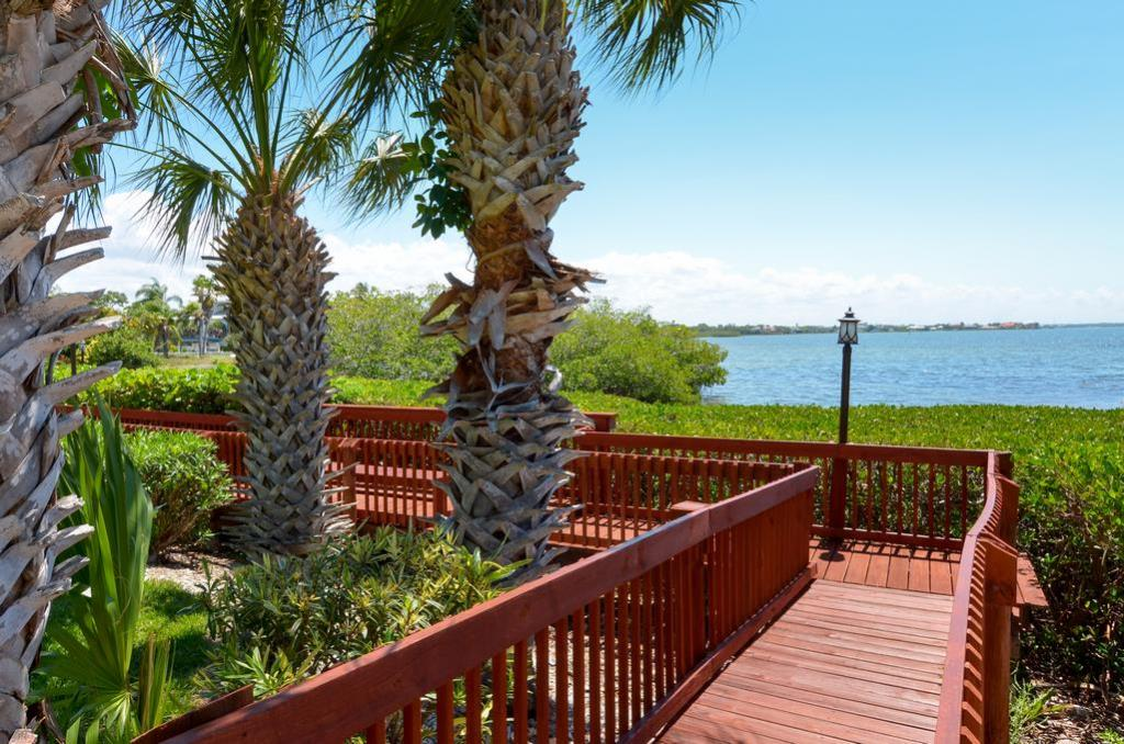 Walking Paths to Enjoy the Beautiful Landscape & View