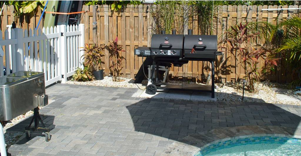 Poolside Grill/Smoker and Cooler Make Meals a Breeze