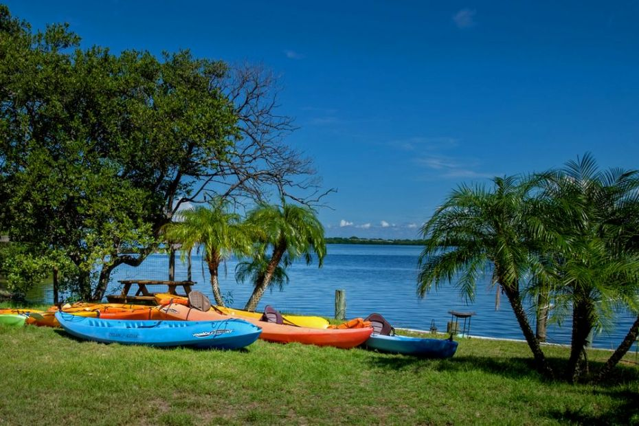 Rent Kayaks for a Leisurly Day On The Blue Waters