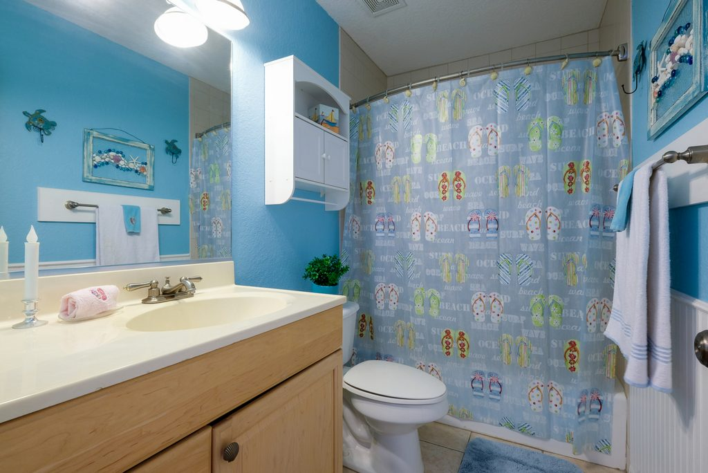 Second Bathroom with Tub/Shower Combo