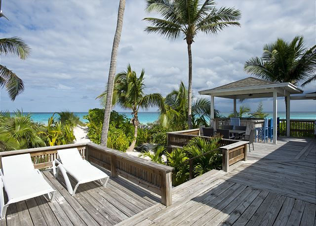 Enormous deck facing the beach with outdoor dining and seating