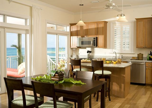 Fully Equipped Luxury Kitchen and Dining Room