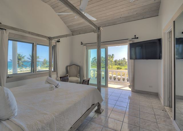 Bedroom suite 3 with king bed and ocean view.
