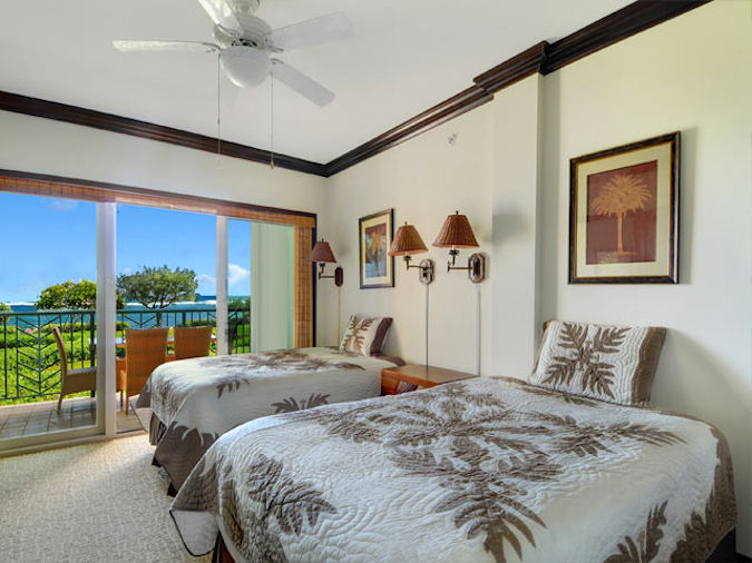 Oceanfront G206 2nd Bedroom with 2 extra long double beds
