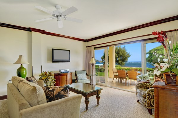 H101 Oceanfront Living Room