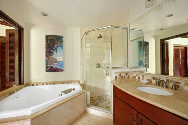 G101 Master Bathroom with Jacuzzi Tub