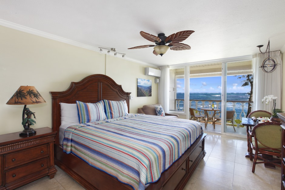Oceanfront vacation rental in Kauai with pool and amazing views in Kapaa Hawaii
