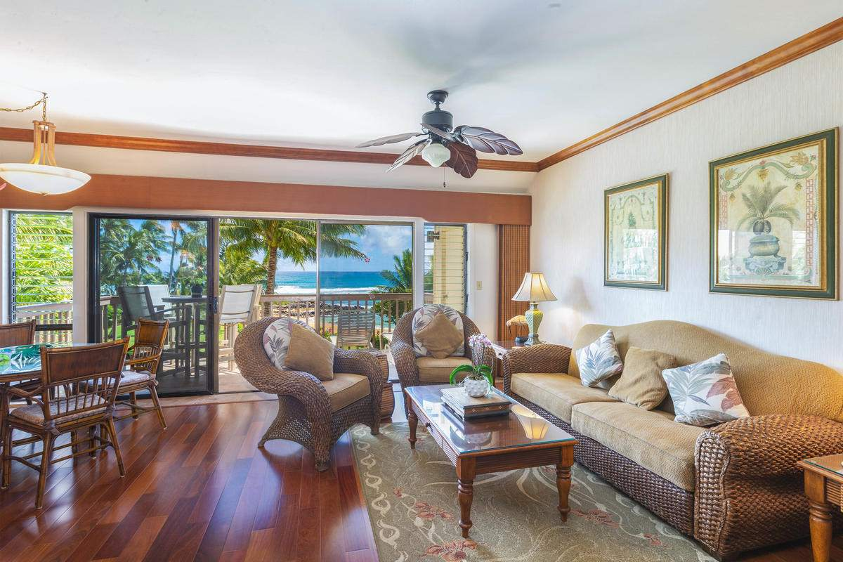 Lae Nani 531 Oceanfront & Beach View Living Room