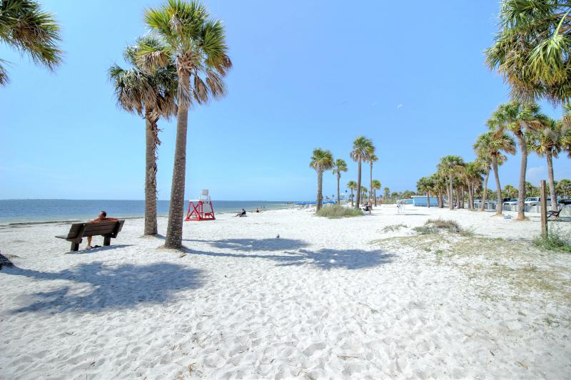 Five Minutes to the White Sand Beaches of Fred Howard Park