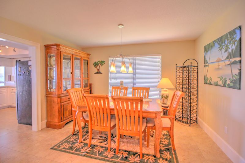 Dining room with seating for up to 8