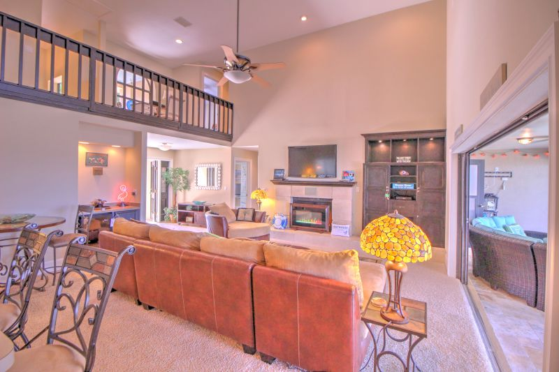 Huge living room with wet bar for making great drinks