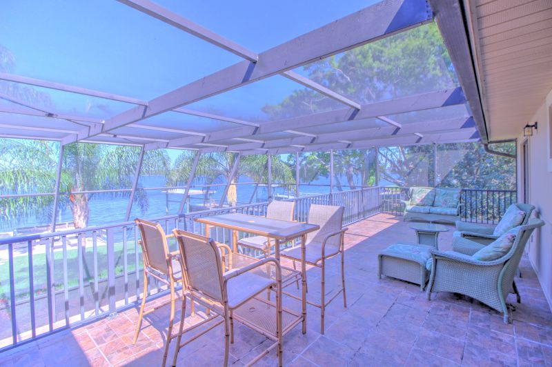 Upper deck with panoramic views of the lake
