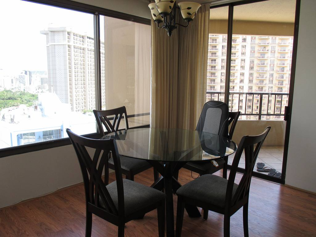 D2314 - Living Room w dining table and chairs