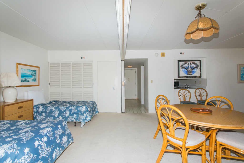 2-Twin beds, Living Area