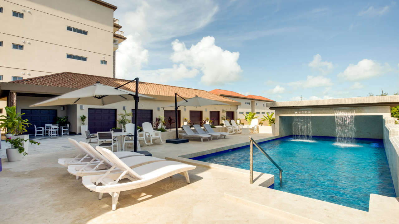 Pool & Patio at The 5