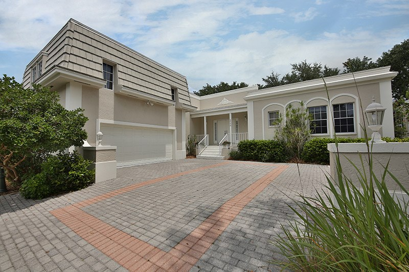Naples 4 bedroom house rental with screened in heated pool