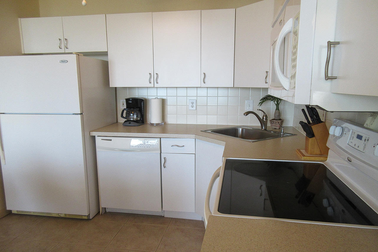 Estero Beach And Tennis Club 205C Efficiency Kitchen with new appliances, including dishwasher