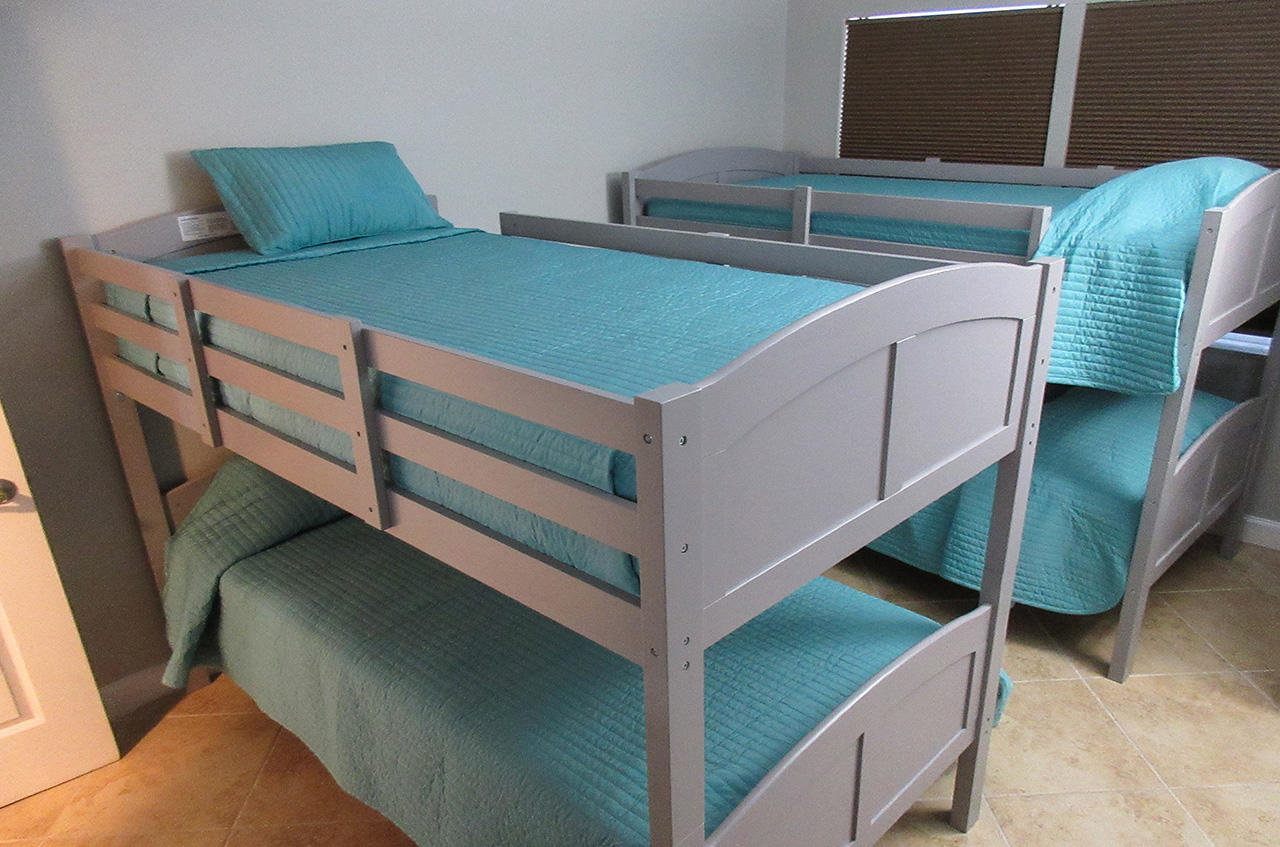 Guest Bedroom with Two Twin Bunk Beds at Eden House 403