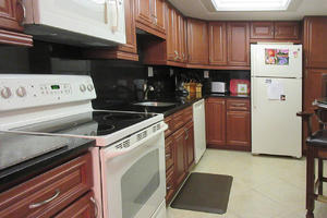 Fully Equipped Kitchen at Creciente 313N
