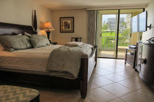 Master Bedroom has its own private lanai access at Creciente 313N