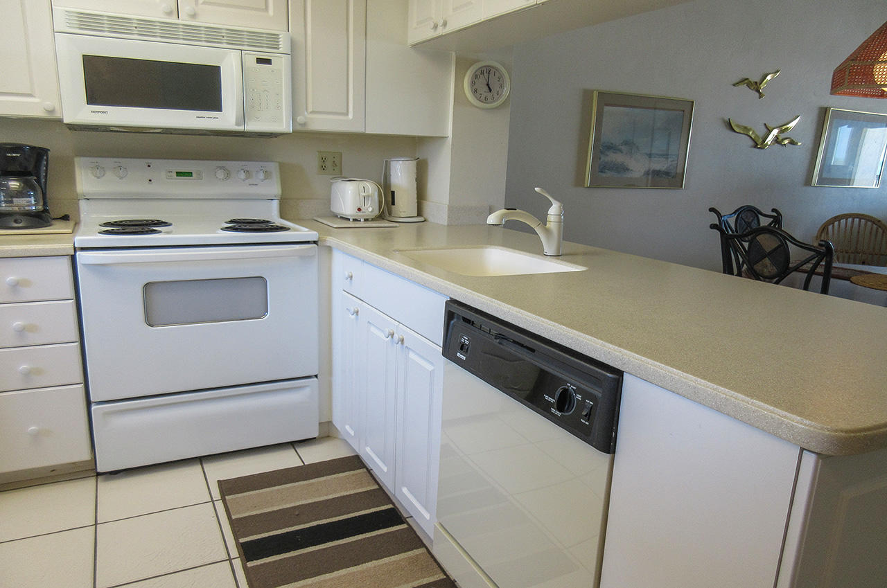 Carlos Pointe 415 Fully Equipped Kitchen