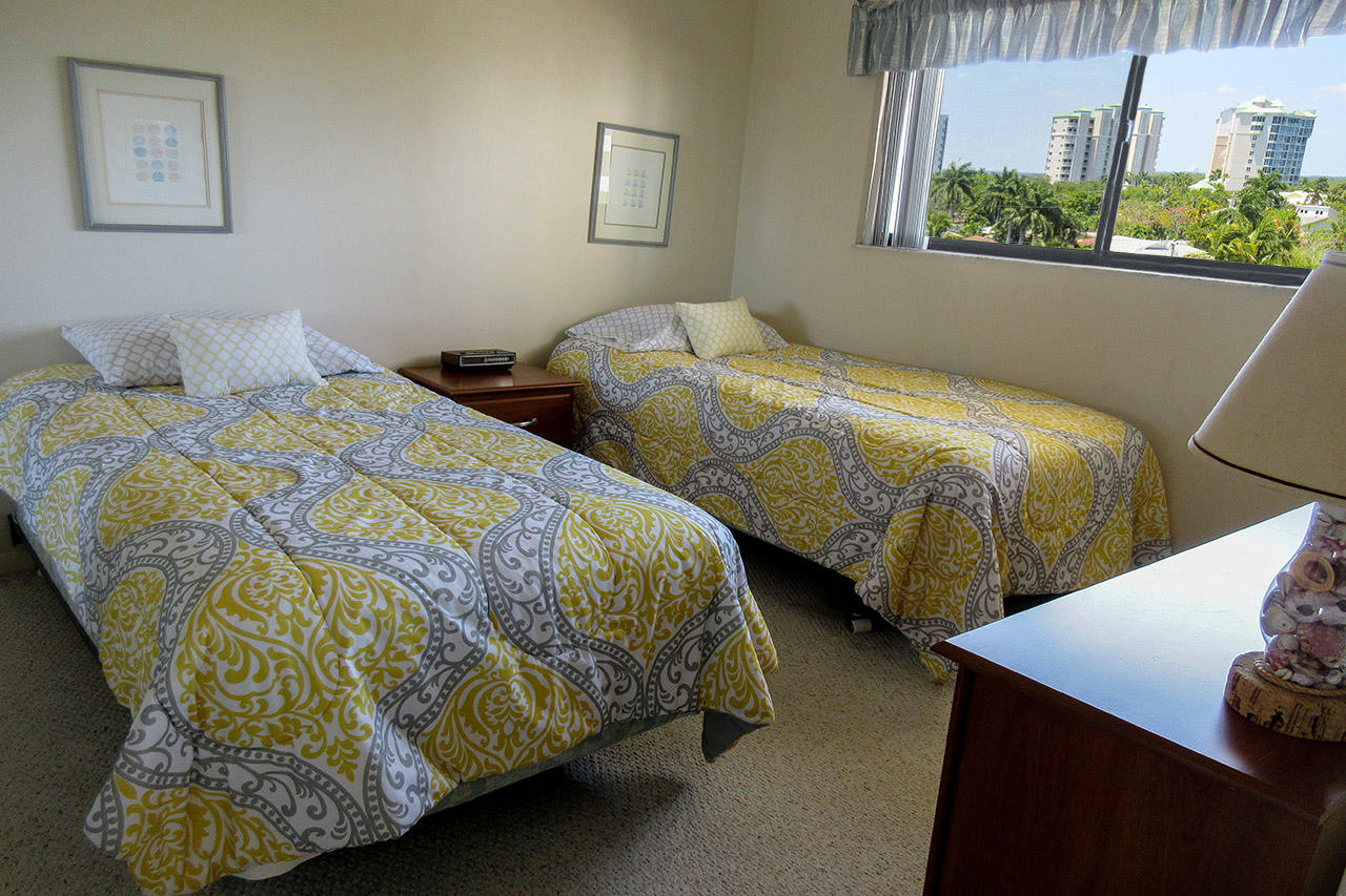 Carlos Pointe 415 Guest Bedroom with Two Twin Beds