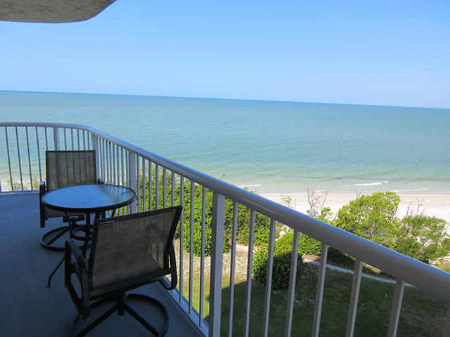 Fort Myers Beach beachfront 2 bedroom condo rental with heated pool