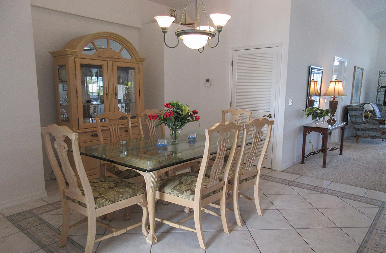 147 Curlew Dining Area