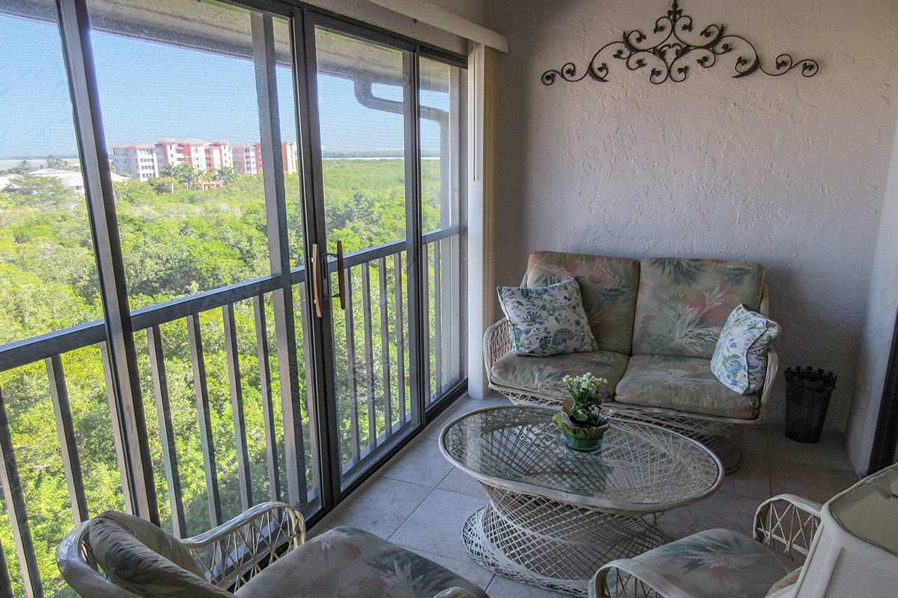 Estero Cove 362 Screened In Lanai Overlooking the Bay