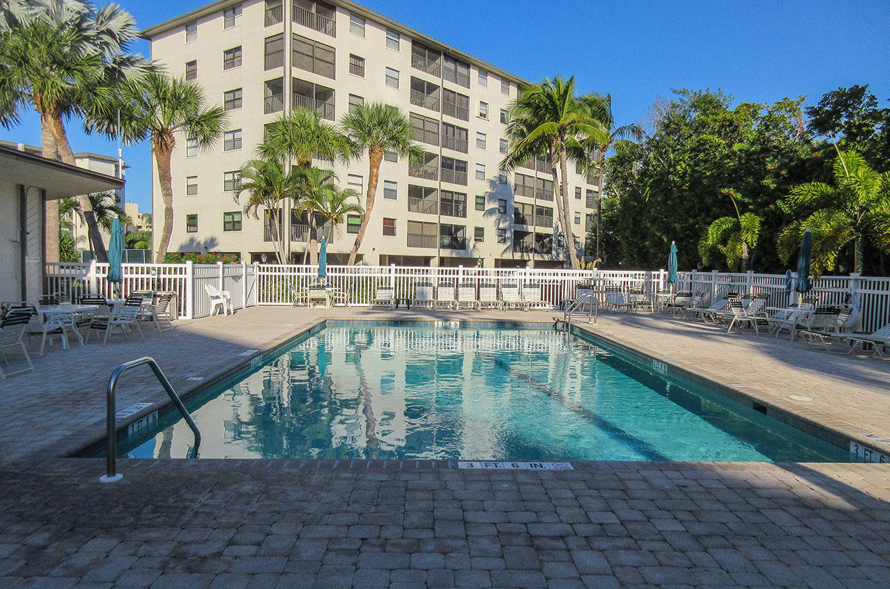 Estero Cove Pool and Sundeck