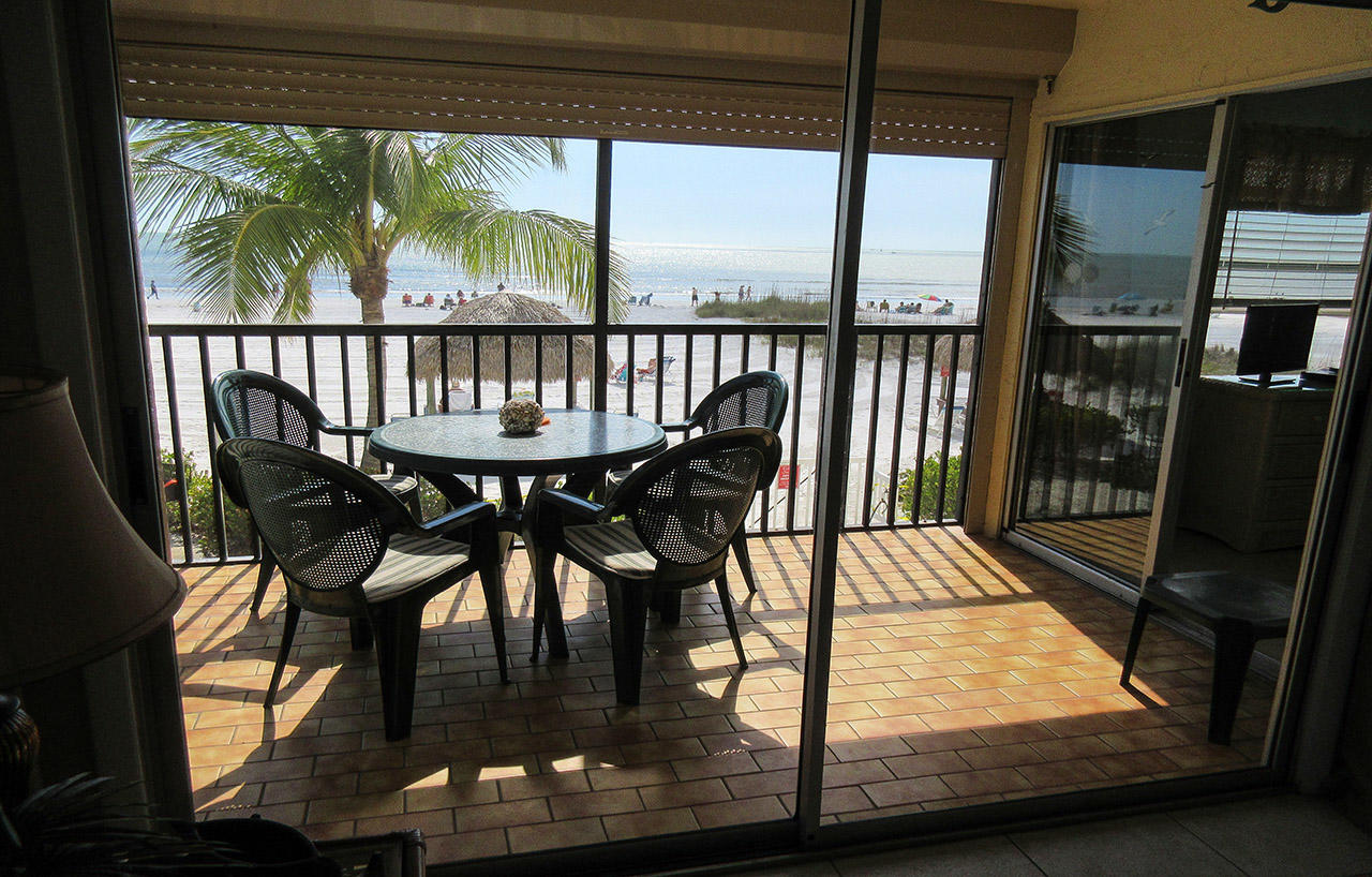 Estero Sands 103 Screened In Lanai