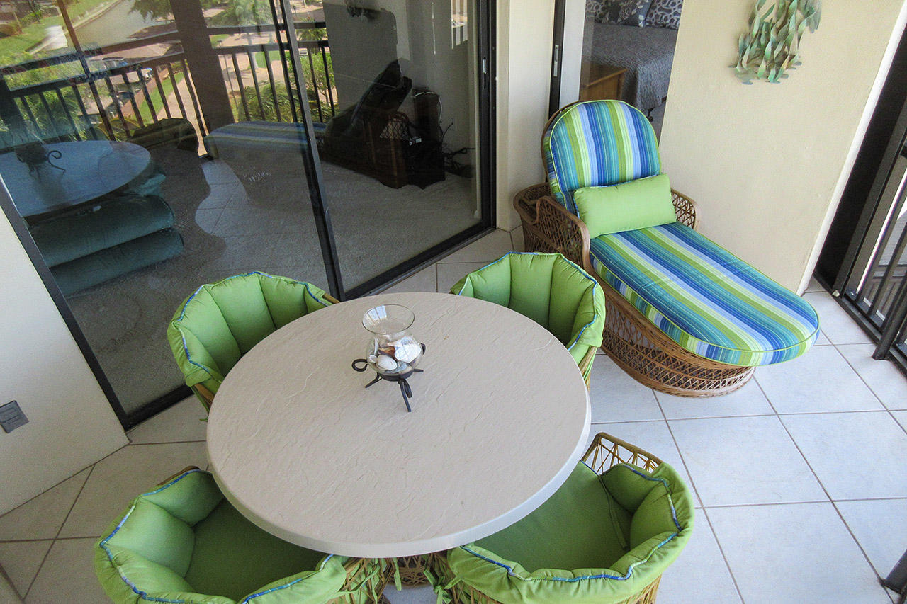 Harbour Pointe 725N - Dine and Relax out on your Screened In Lanai with beautiful 7th Floor Views
