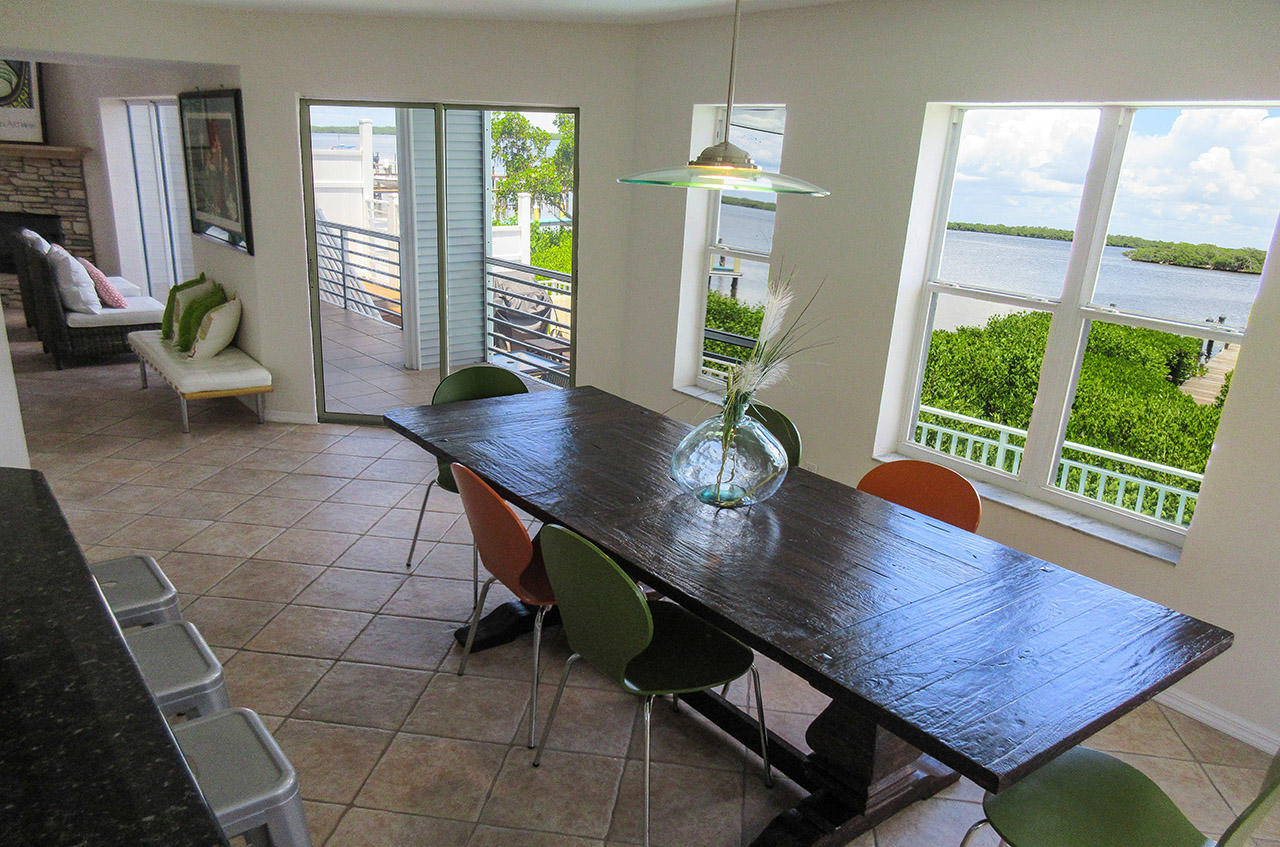 Breakfast Bar and Large Dining Table at the Paradise Bay Villa On The Bay