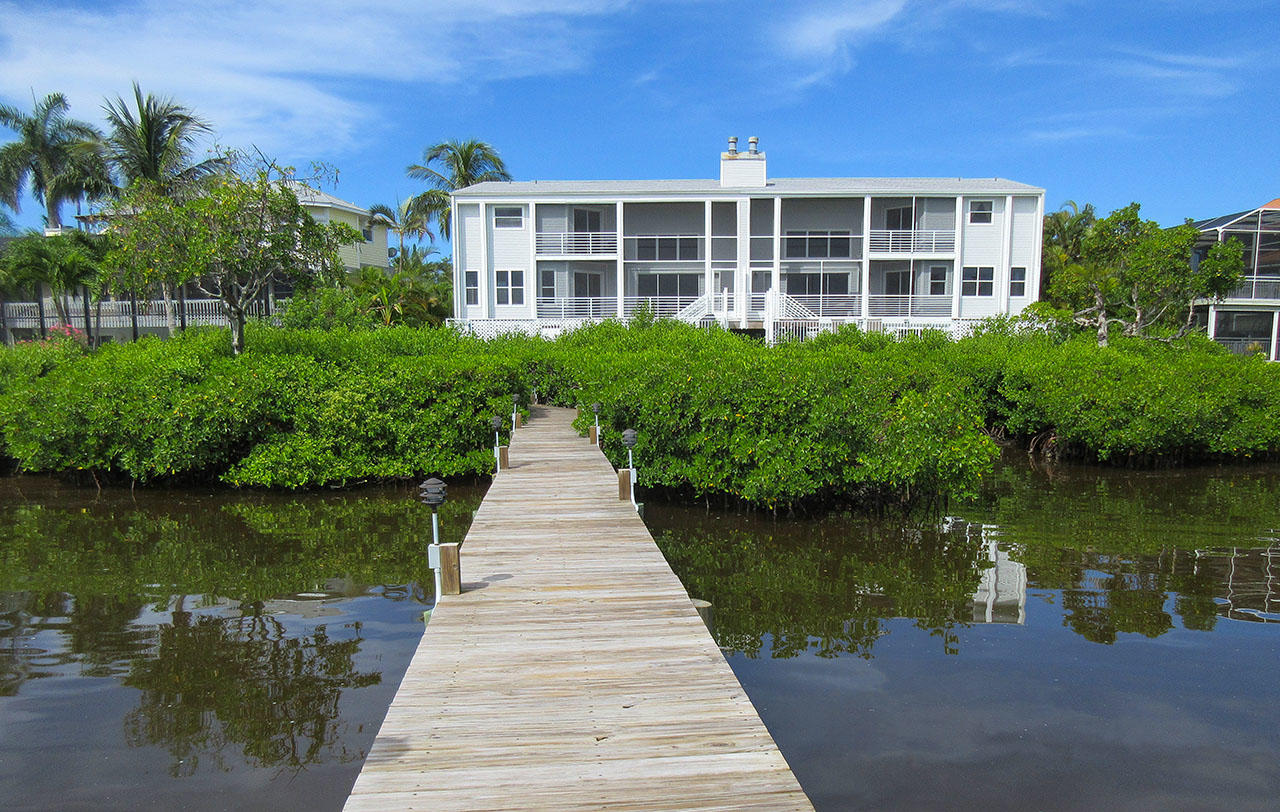 Paradise Bay Villa On The Bay Features A Large Lighted Dock Through The Mangroves