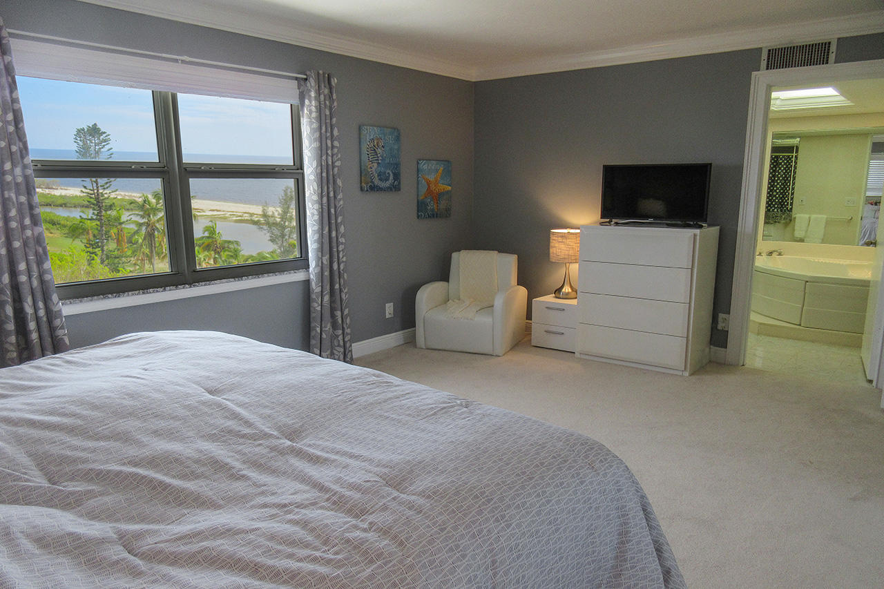 Eden House Penthouse 5 Master Bedroom En Suite With Gulf View