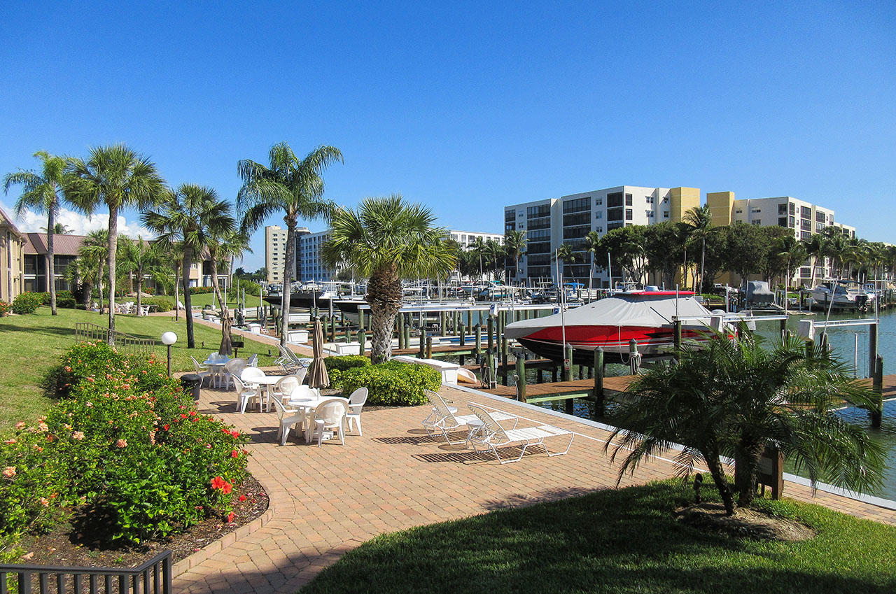 Estero Yacht And Racquet Club