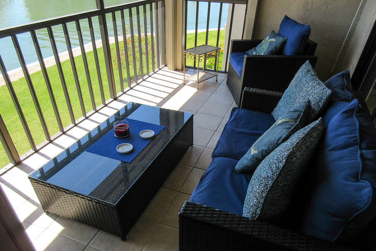 Large Lanai with Comfortable Seating