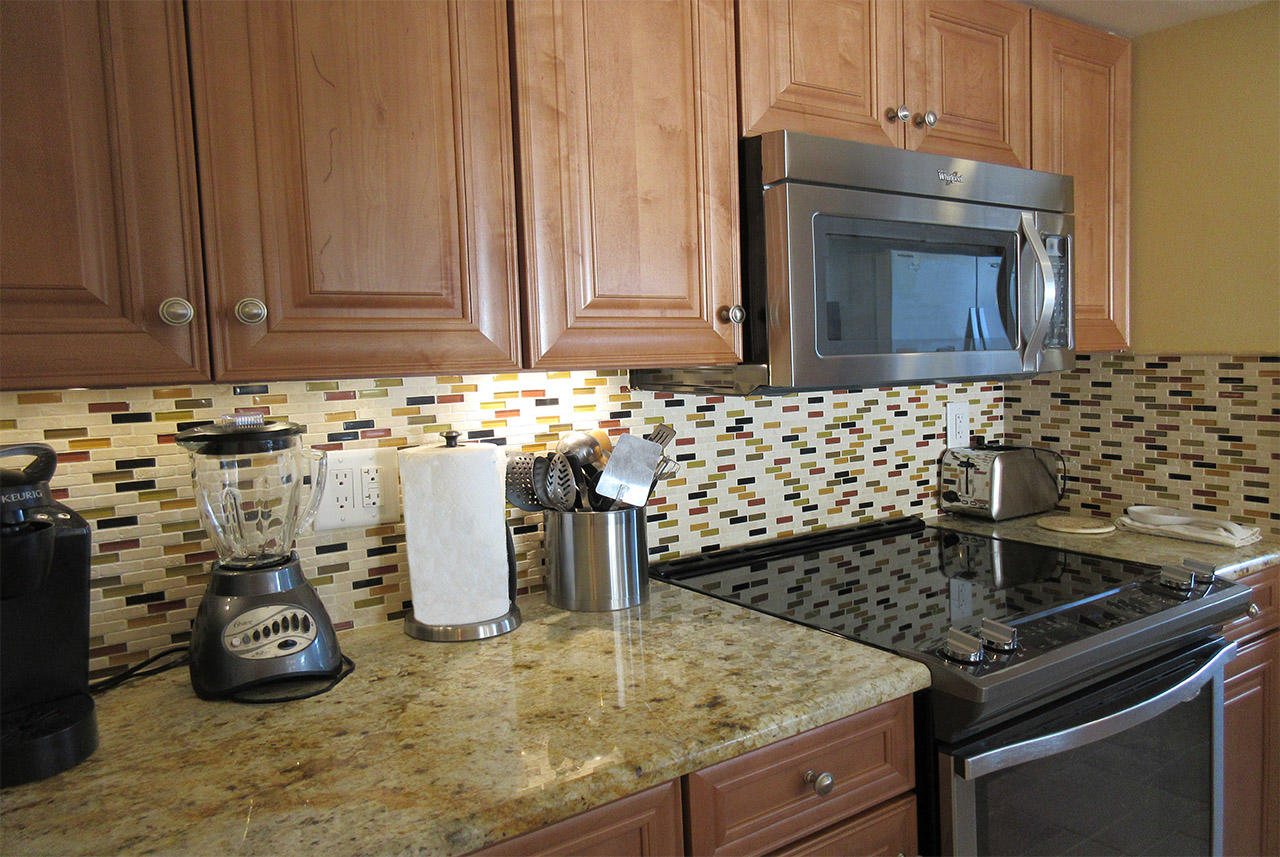 Kitchen comes fully equipped with dinnerware and cookware