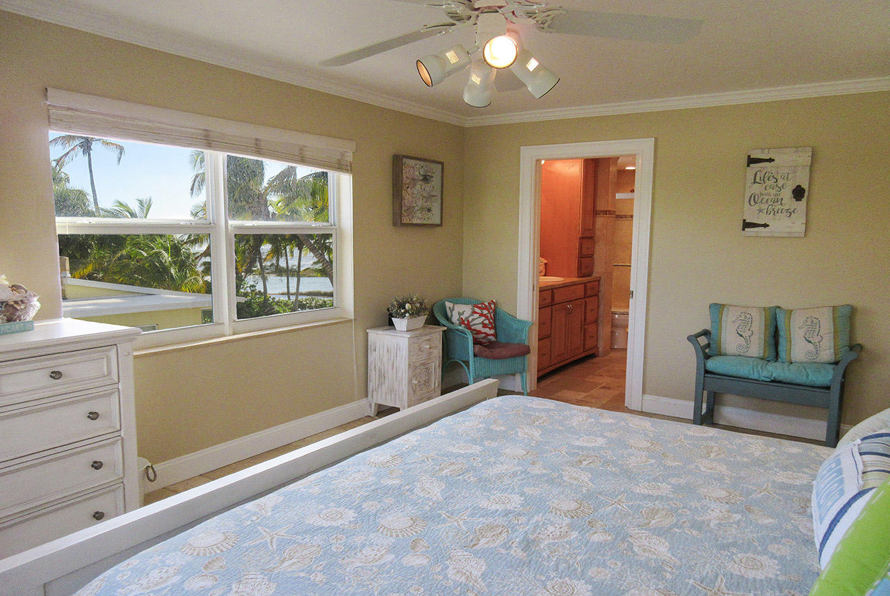 Master Bedroom offers its own TV, a view of the Gulf and an en suite bath
