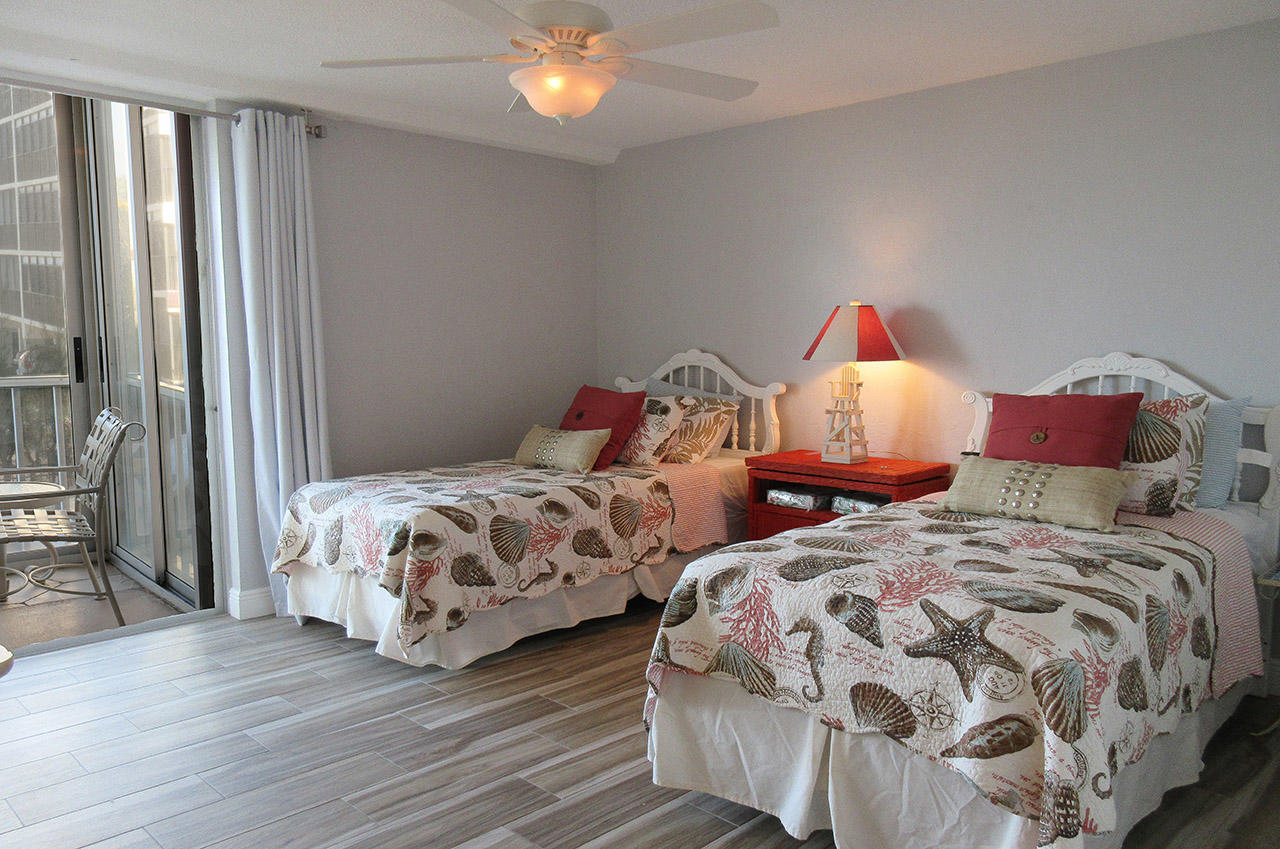 Large Guest Bedroom has private lanai access