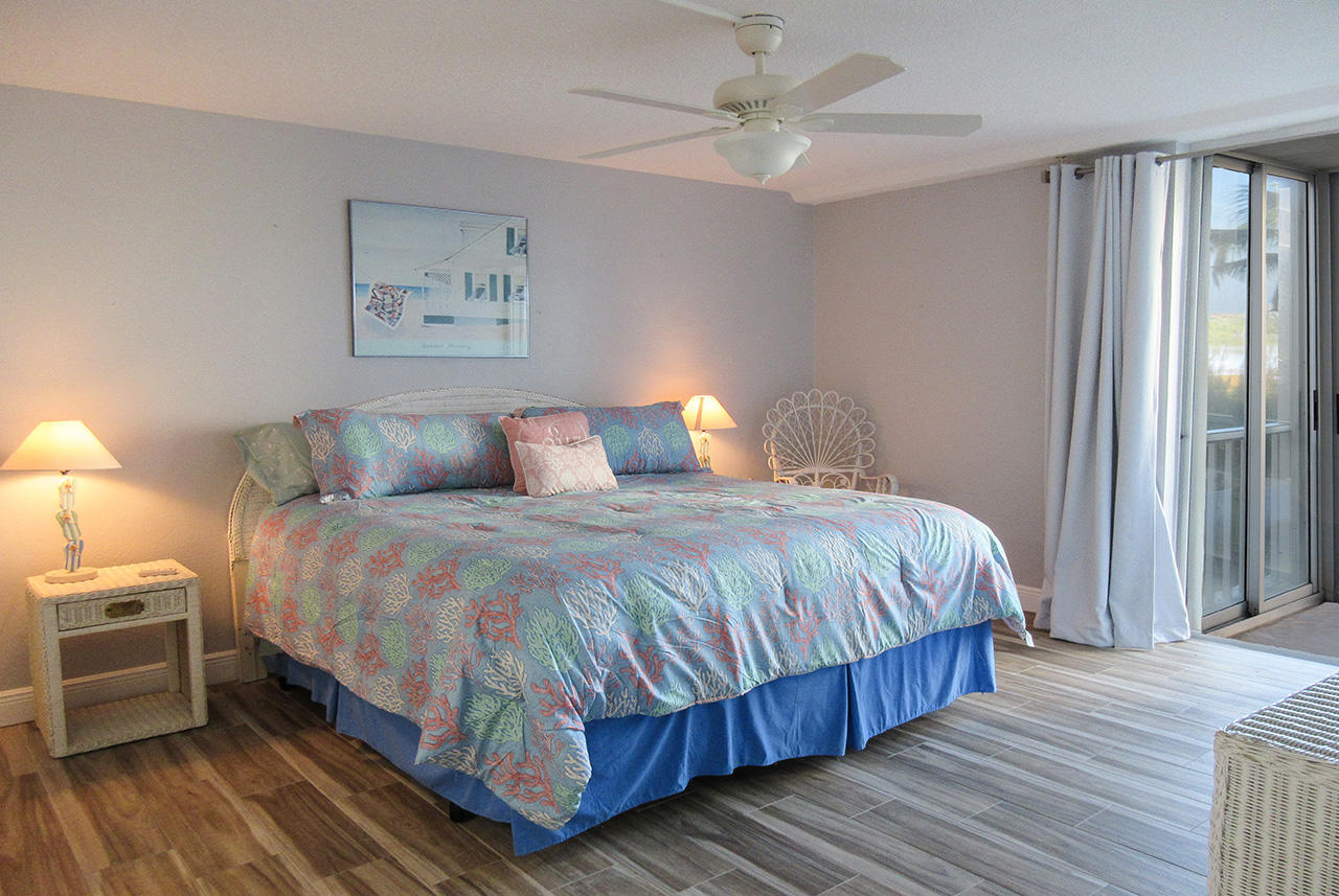 Master Bedroom En Suite with private lanai access