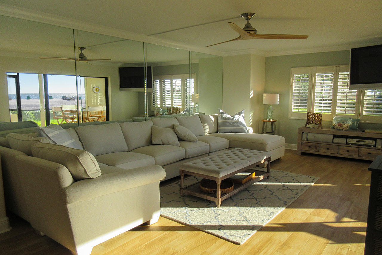 Gorgeous Sandarac 107A Beachfront Condo