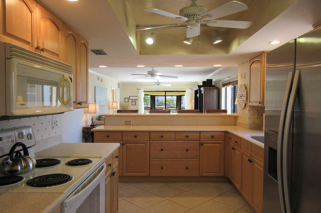 Fully equipped kitchen at Harbour Pointe 127